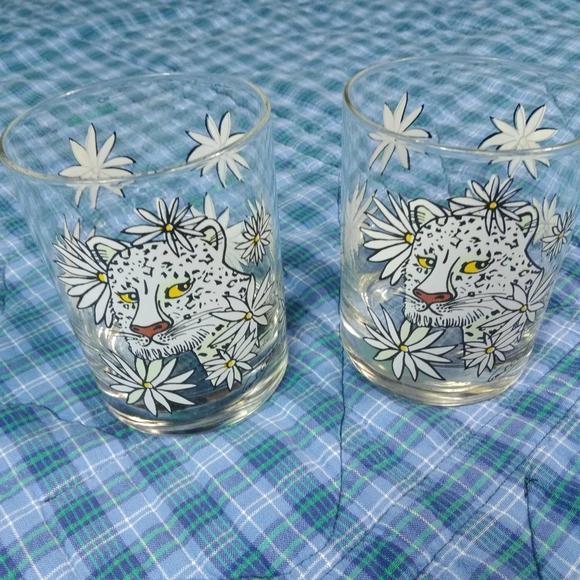 2 GLASSES WHITE TIGER BEAUTIFUL